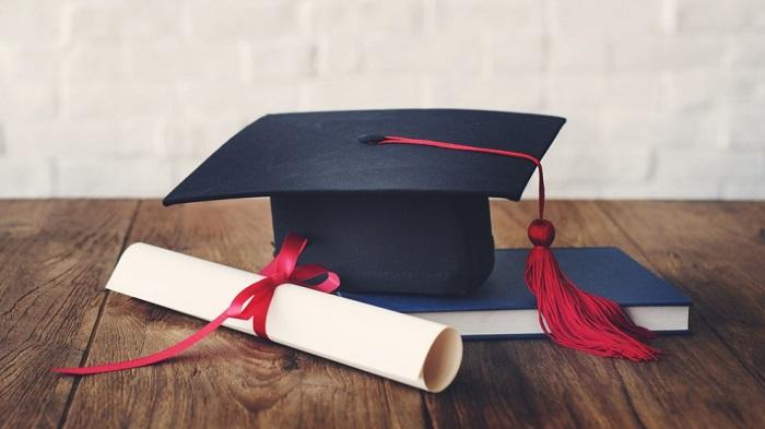 Tutto ciò che occorre sapere sul cappello di laurea - Festa di ... 524d3cbc8c01