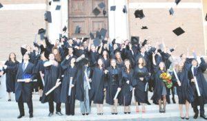 Storia e curiosità sulla toga di laurea